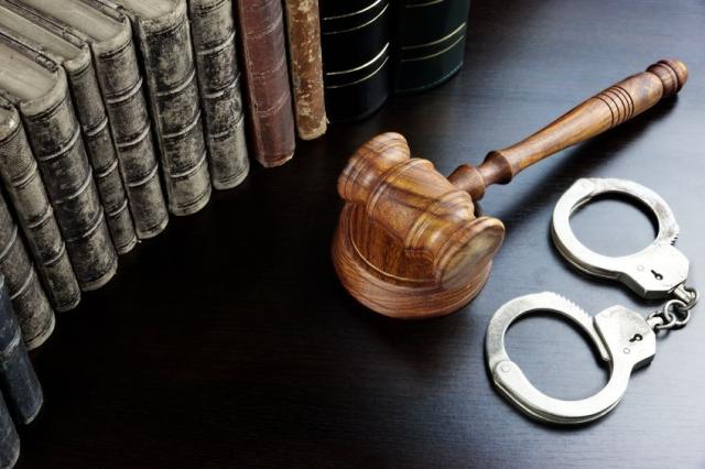 <a href='https://www.cdlaw.com.tw/modules/news/article.php?storyid=167&uid='>法庭夢語(刑事訴訟篇): 3、 刑事訴訟程序是什麼?(文:戴家旭律師)</a>